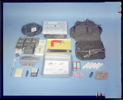 What's inside US Army Survival Kit Cold Climate